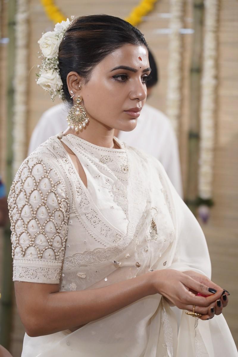 samantha akkineni white saree at sakunthalam launch