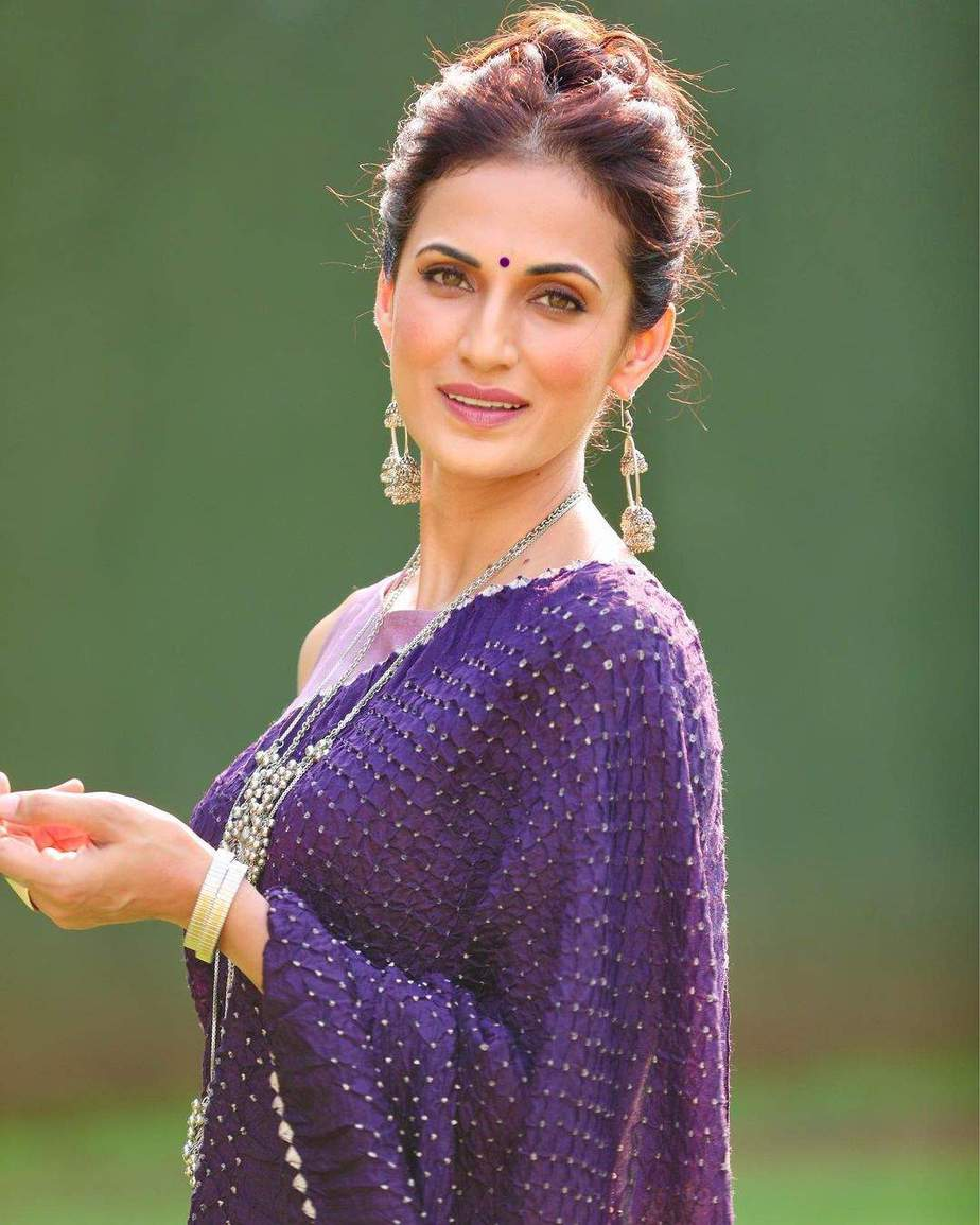 shilpa reddy in aubergine saree by kanaktala for Q and A-3