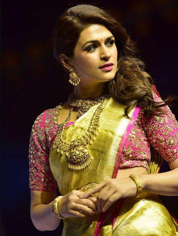 shraddha das at lifestyle and bridal fashion week hyderabad