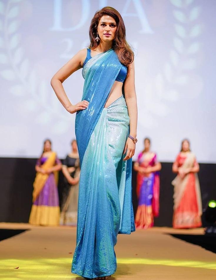 shraddha das in a blue sequin saree at DIA