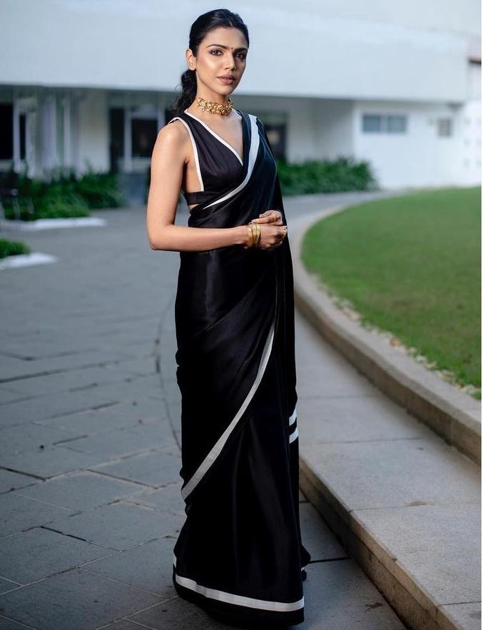 shriya pilgaonkar in a black saree with white highlights
