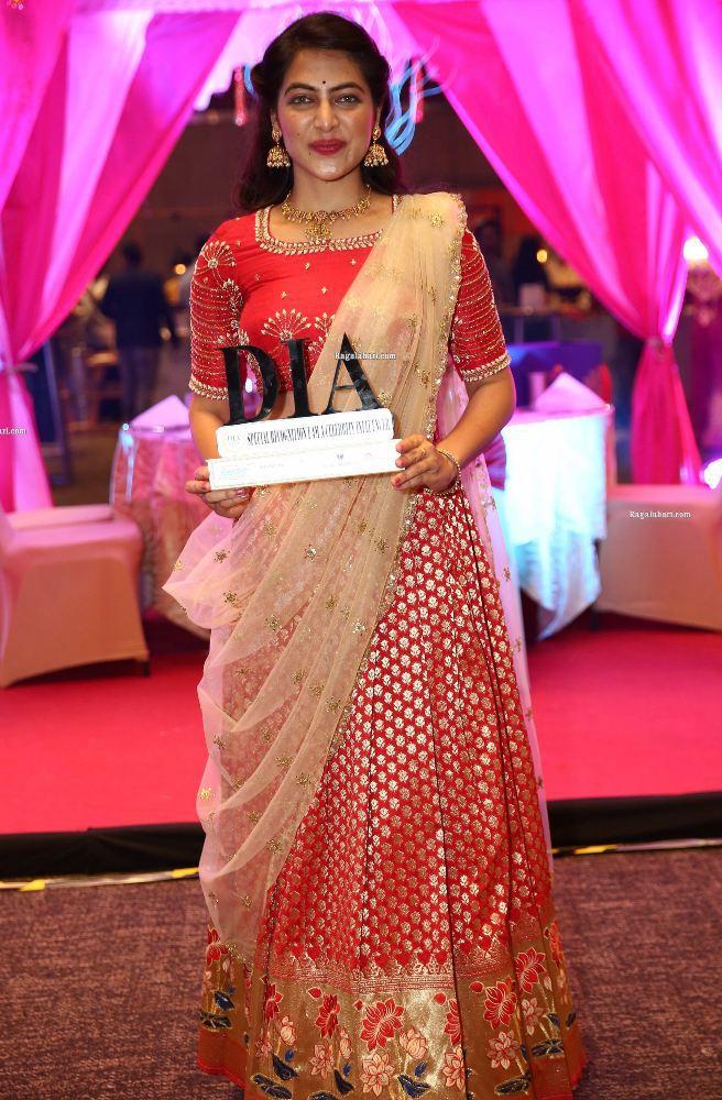 supraja reddy at digital influencer award in red lehenga