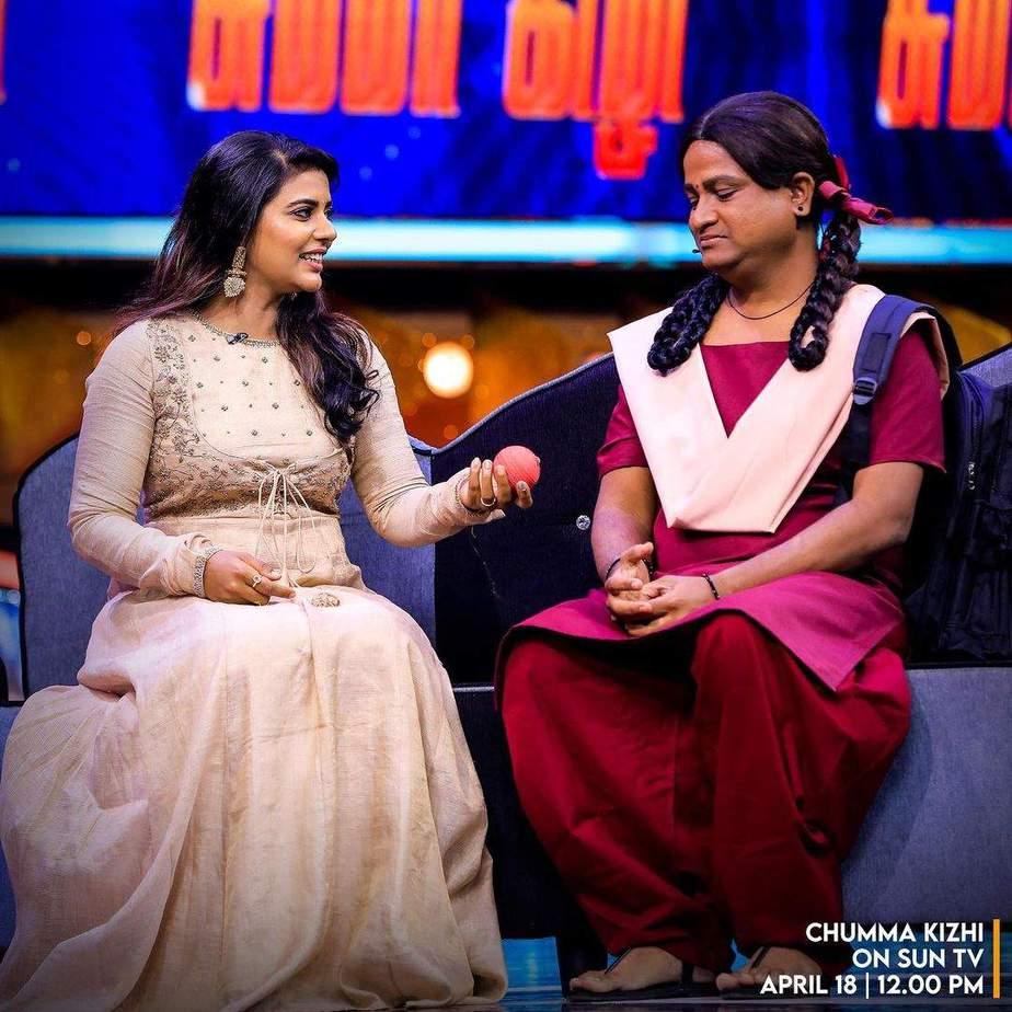 Aishwarya Rajesh in gold anarkali by Gundumalli for a chat show