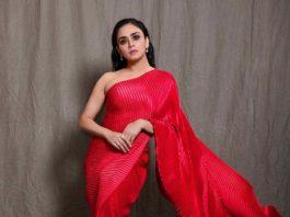 Amruta Khanvilkar in red saree by Tasavur for filmfare awards-1