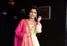 Anchor Shyamala in cream anarkali at vakeel Saab maguva nee vijayam event-3