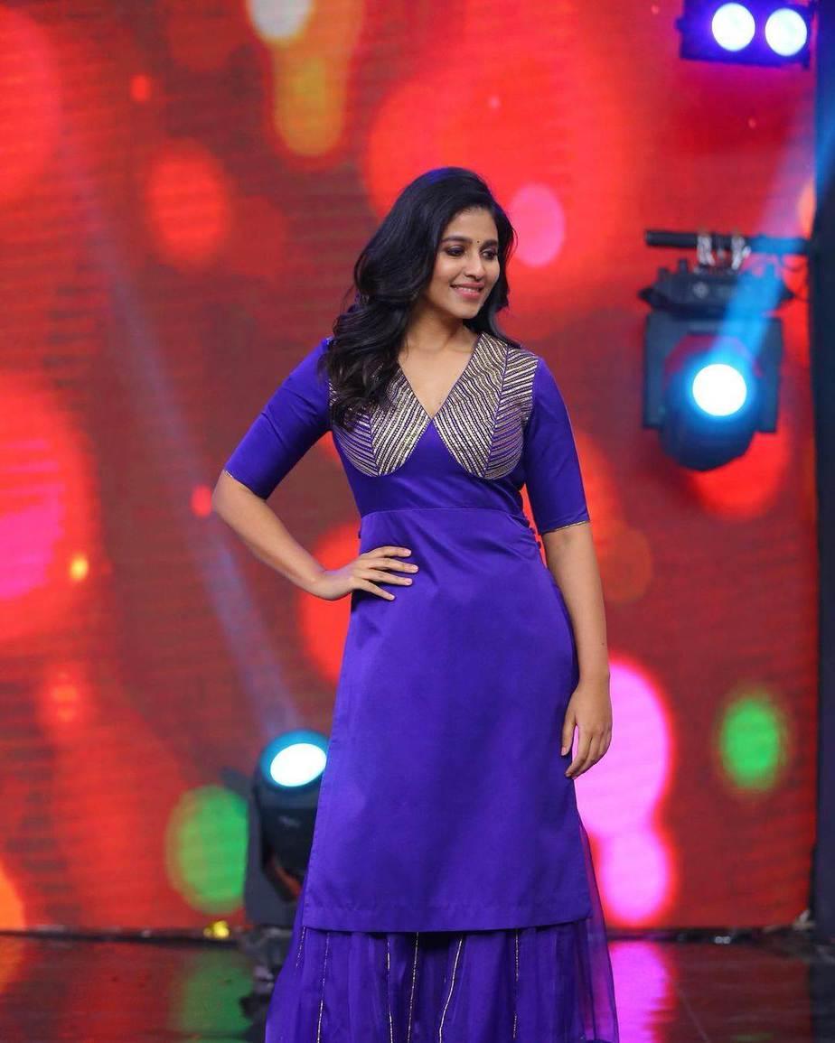 Anjali in blue kurta ghagra set by Raw mango for vakeel saab promtions-2