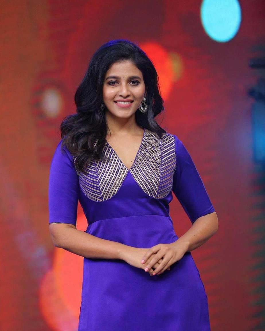 Anjali in blue kurta ghagra set by Raw mango for vakeel saab promtions-3