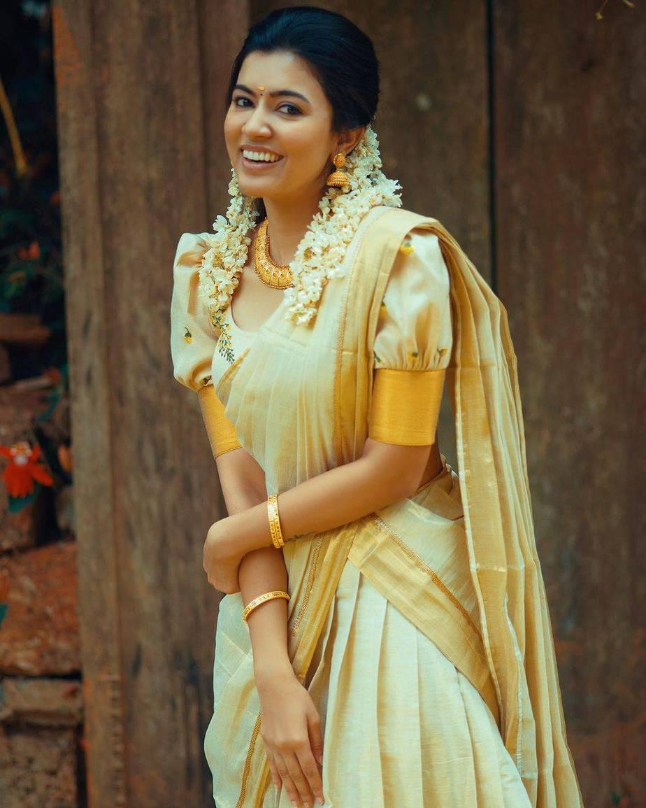 Anju Kurien in set half saree by Kukuntha-1