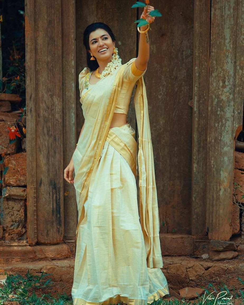 Anju Kurien in set half saree by Kukuntha-2