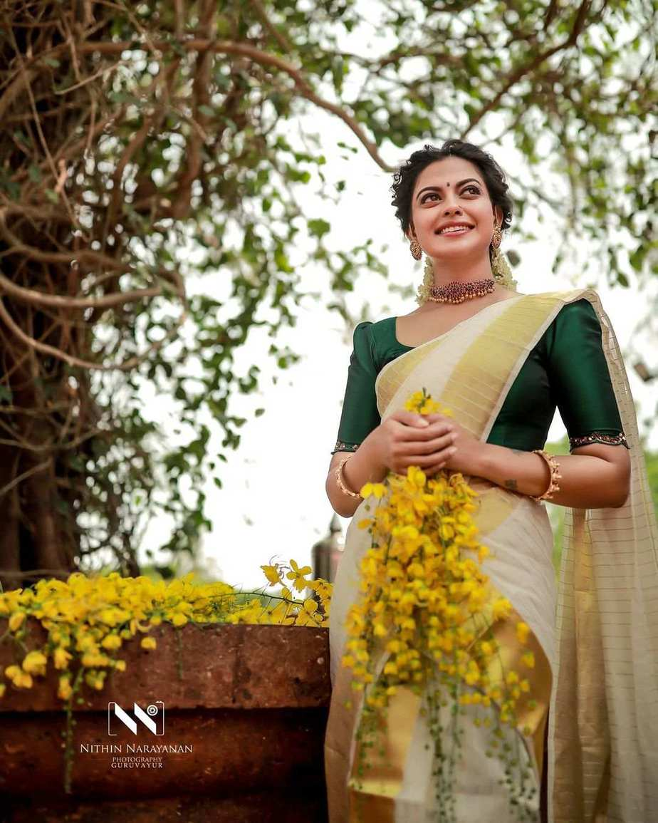 Anusree Nair in set mundu by khajuraho for Vishu-2