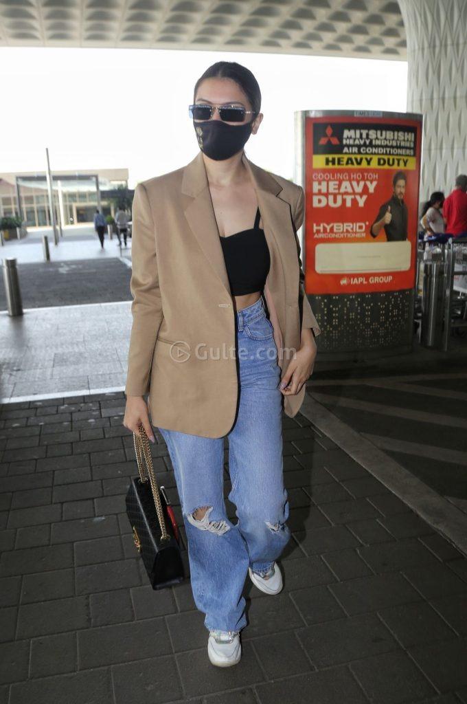 Hansika Motwani in coat -baggy jeans at airport-1