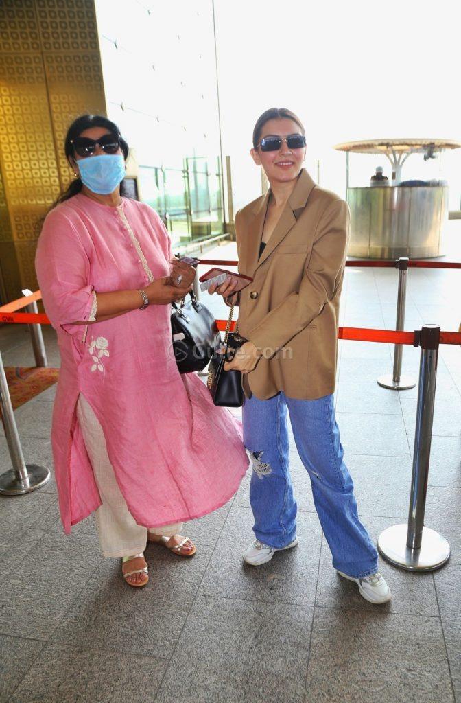 Hansika Motwani in coat -baggy jeans at airport-5