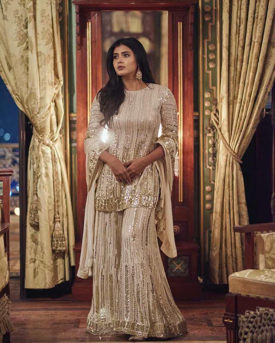 Hebah Patel in ivory Manish Malhotra for 10 years of Sandy-2