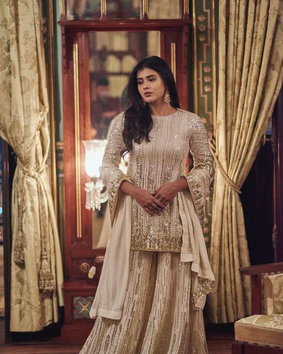 Hebah Patel in ivory Manish Malhotra for 10 years of sandy
