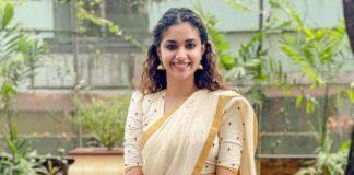 Keerthy Suresh in ivory half saree by poornima indrajith for guruvayur visit-2