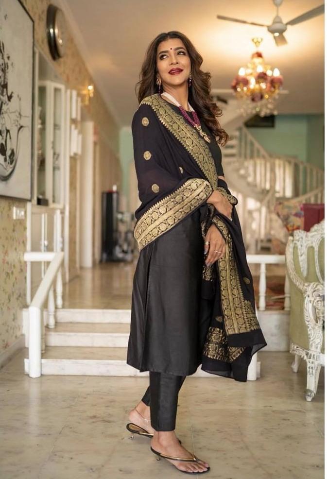 Lakshmi Manchu in black suit by Raga Kunche and dupatata by Rajyalakshmi 3