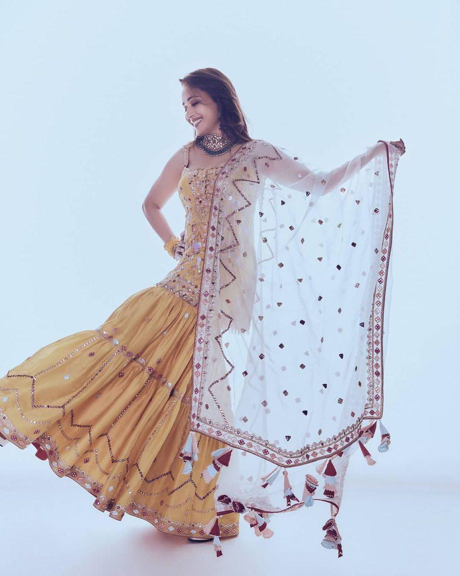Madhuri Dixit in kurta ghagra set by Tamanna Punjabi Kapoor for Dance Deewane-1