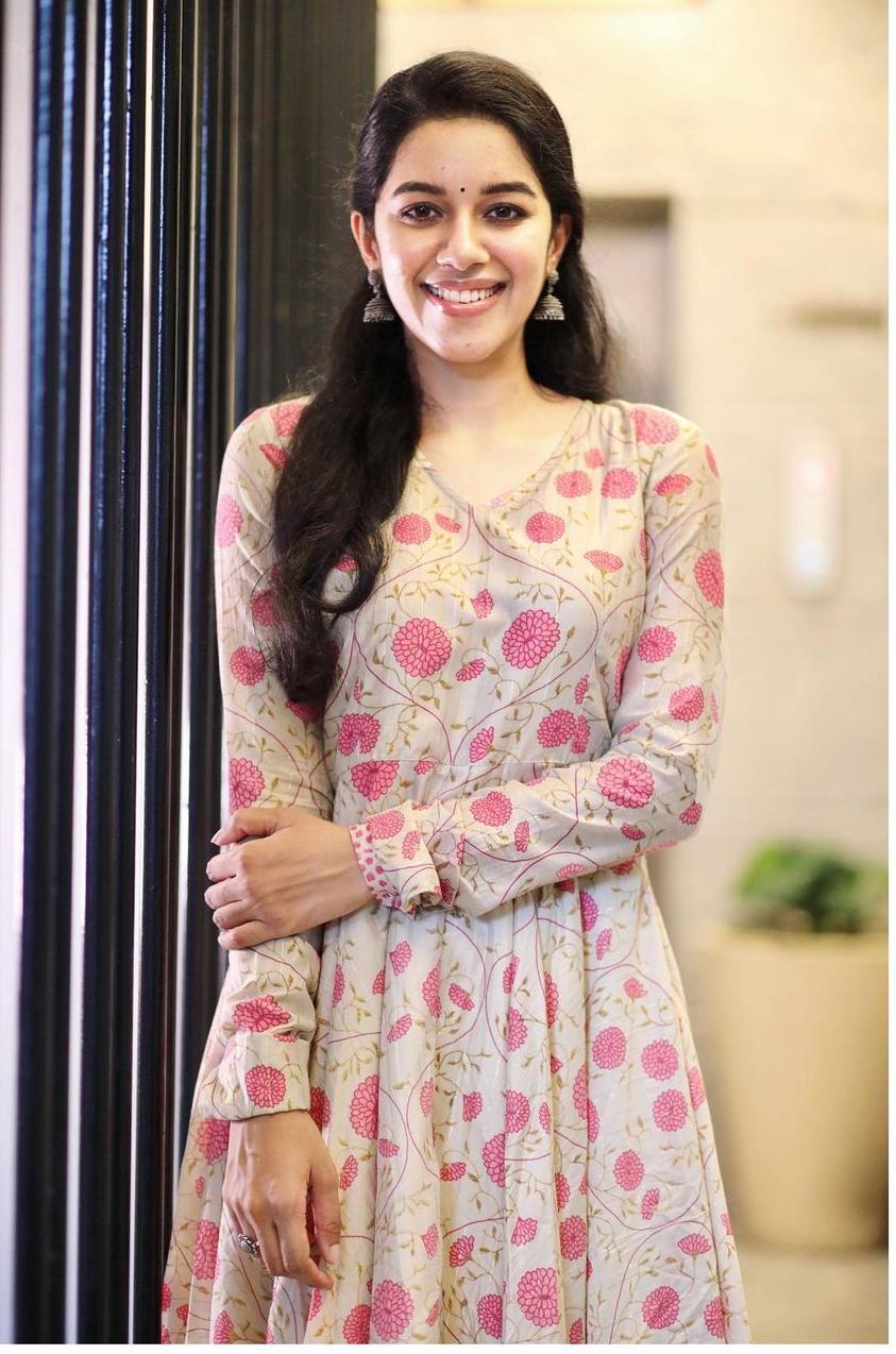 Mirnalini Ravi in floral kurta by magizham boutique-1