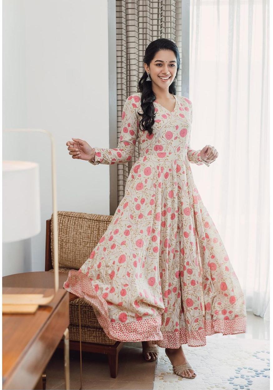 Mirnalini Ravi in floral kurta by magizham boutique