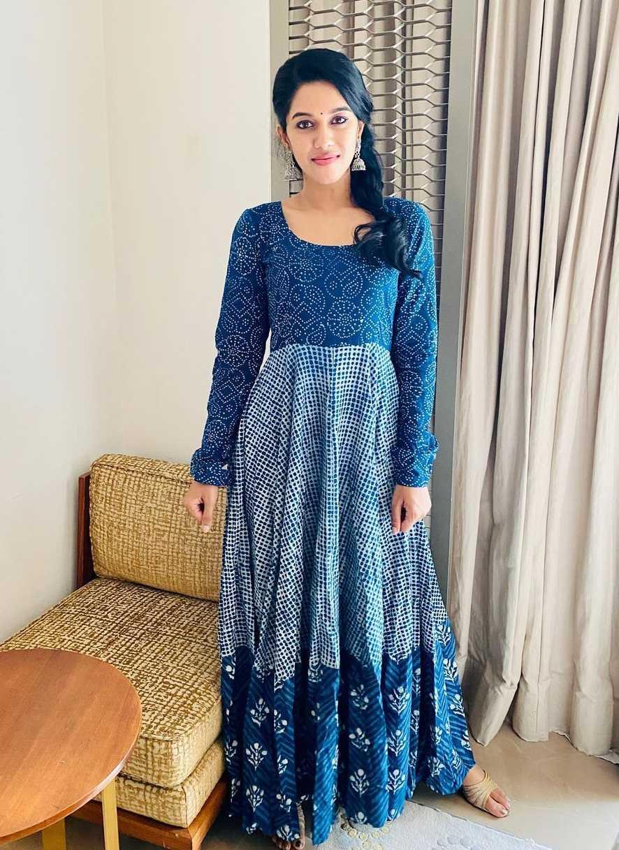 Mirnalini Ravi in indigo kurta set by tamara