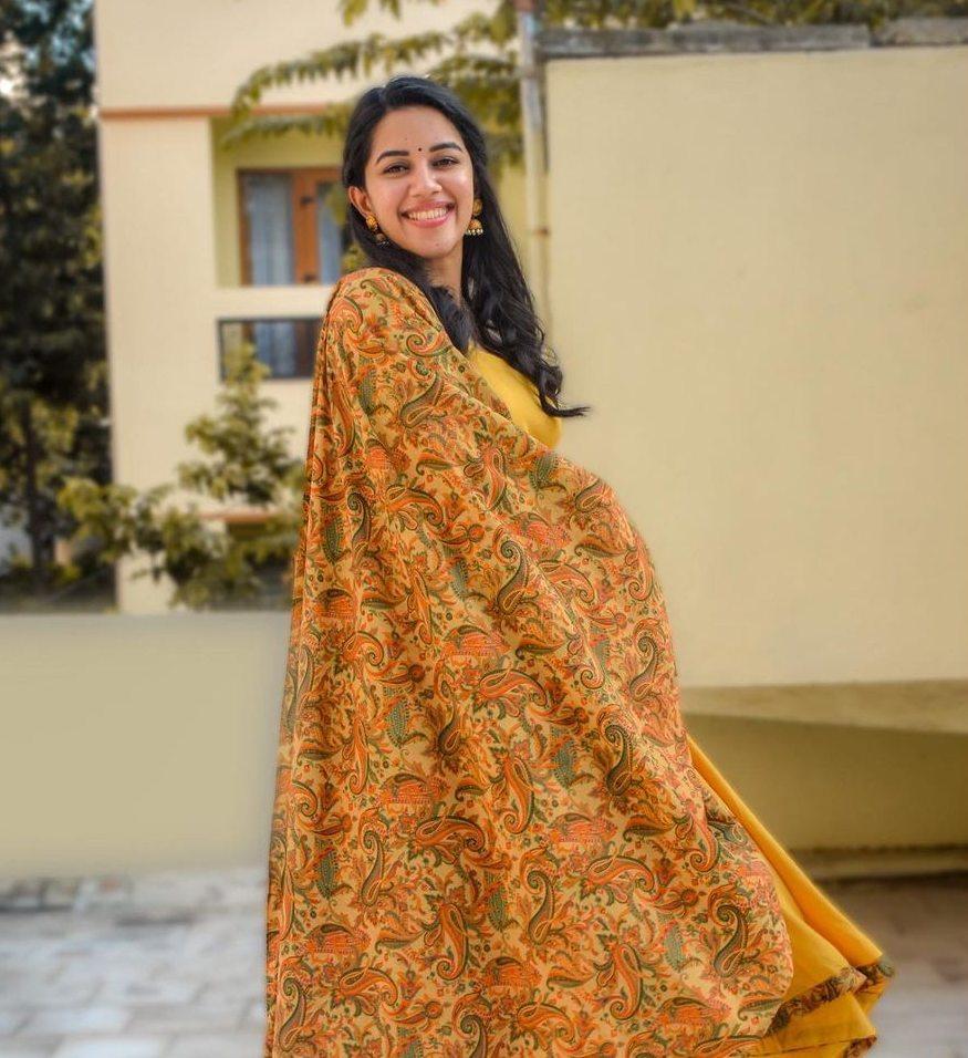 Mirnalini Ravi in sunflower floral kurta by prabhava-1