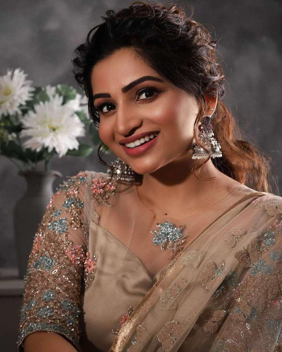 Nakshathra Nagesh in champagne gold lehenga by label evangelin-3