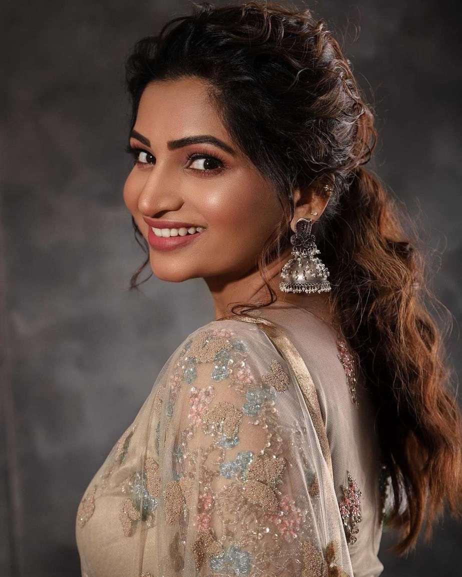 Nakshathra Nagesh in champagne gold lehenga by label evangelin-4