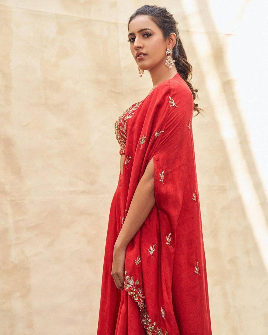Niharika Konidela in red lehenga by pratyusha Garimella for ugadi special epeisode on Zee Telugu-1