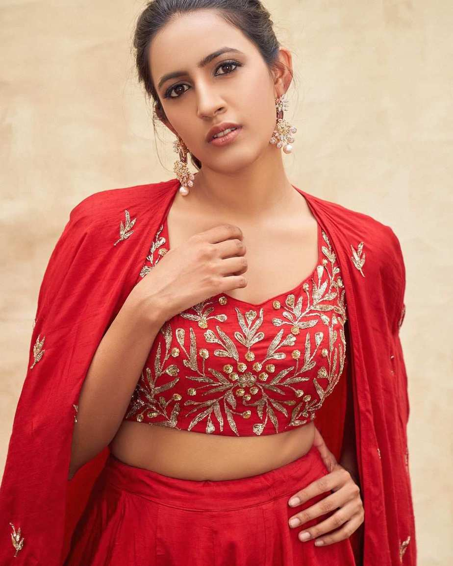 Niharika Konidela in red lehenga by pratyusha Garimella for ugadi special epeisode on Zee Telugu-3