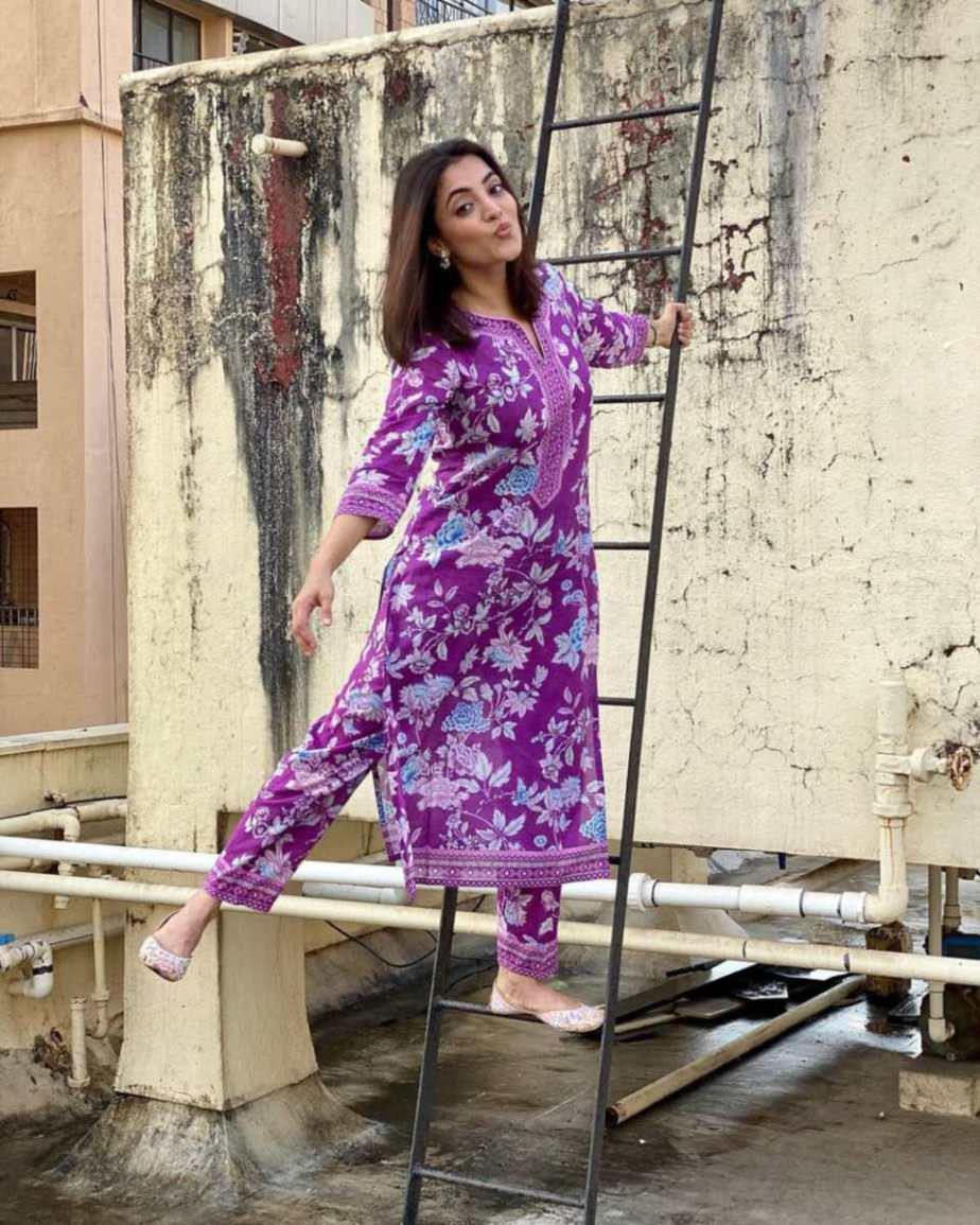 Nisha Aggarwal in a purple kurta set by Paraa-2