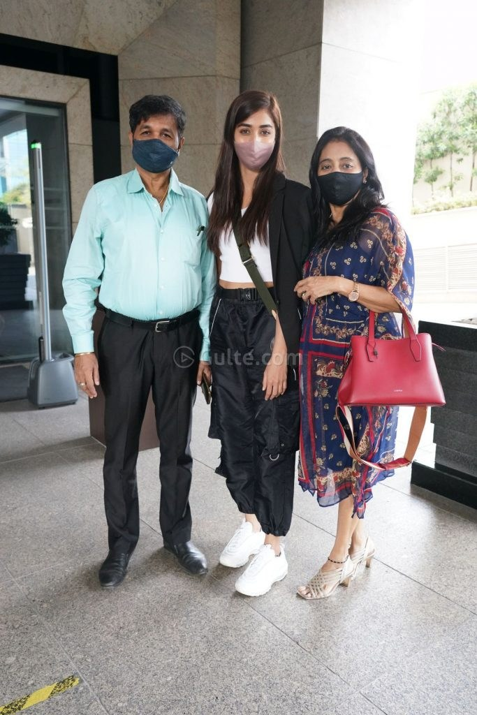 Pooja Hegde in black cargo pants and white top for dad's b'day lunch-1