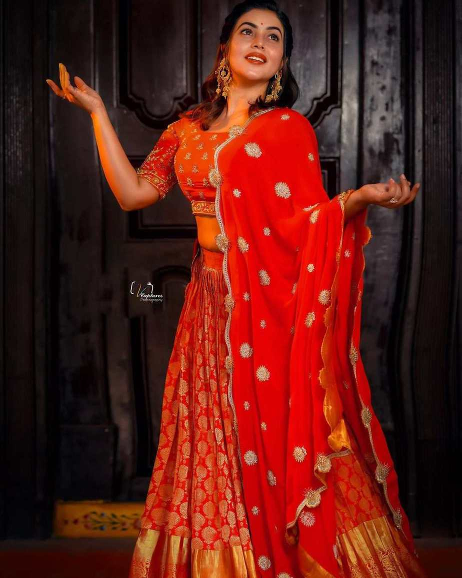 Poorna in red lehenga by brand mandir for Dhee kings Vs. queens-1