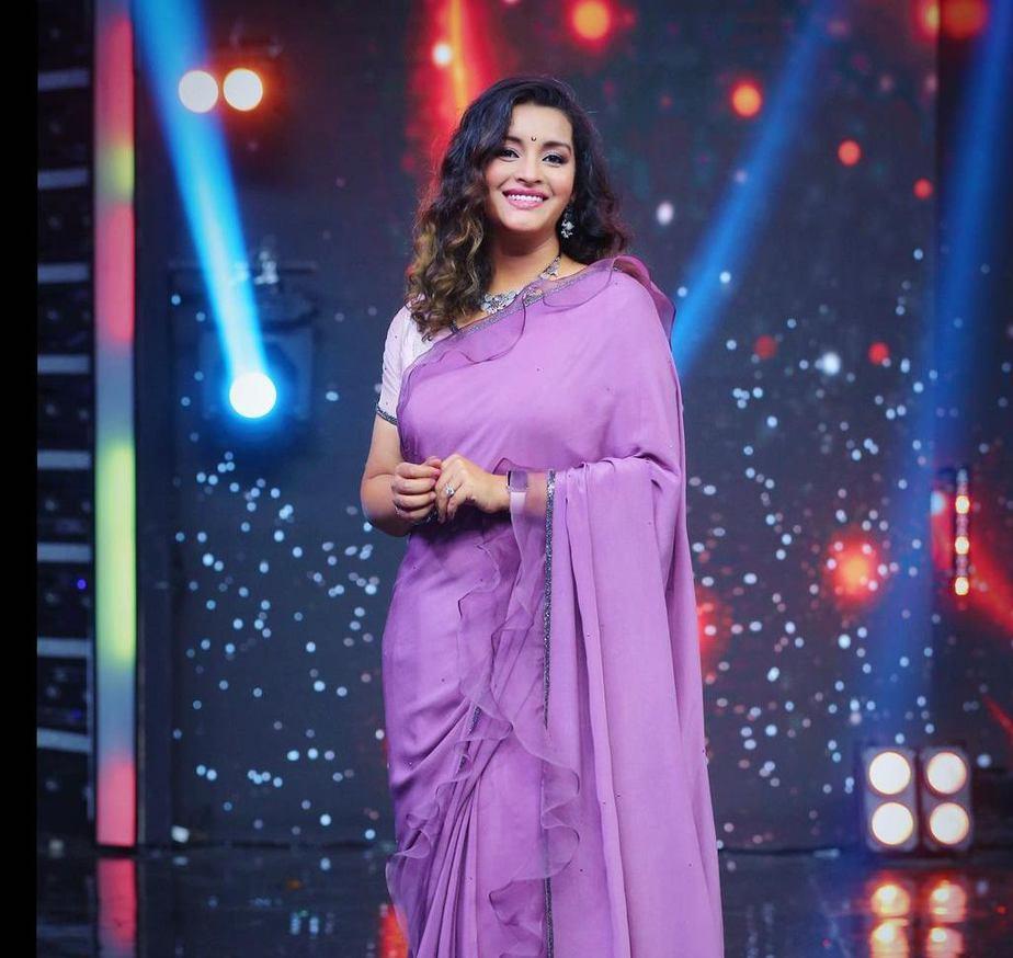 Renu Desai in a lavender saree by Sruthi Reddy for Drama juniors -1