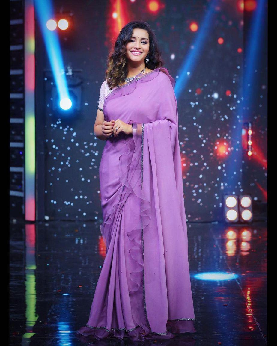 Renu Desai in a lavender saree by Sruthi Reddy for Drama juniors -2