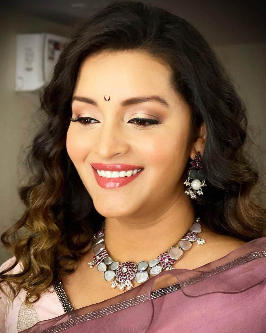Renu Desai in a lavender saree by Sruthi Reddy for Drama juniors