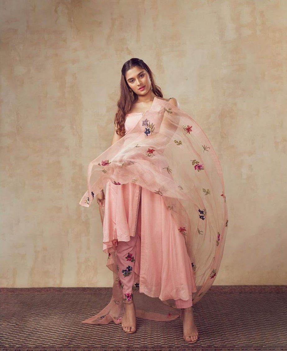 Saiee Manjrekar in Mahima Mahajan for Major movie promotions