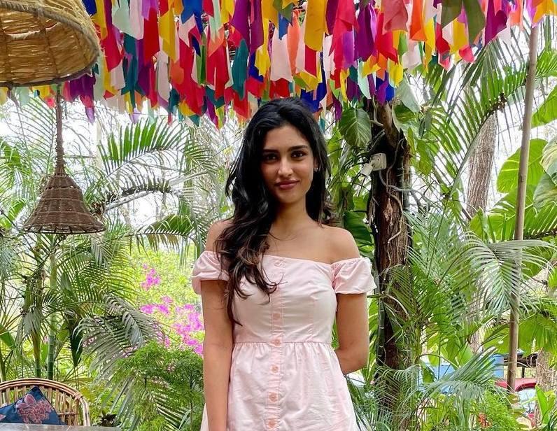 Shalini Kandukuri in baby pink forever new midi dress-2