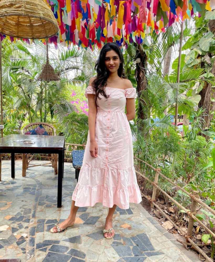 Shalini Kandukuri in baby pink forever new midi dress