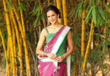 Shilpa reddy in pink jamdani saree by Kankatala for q and A-1