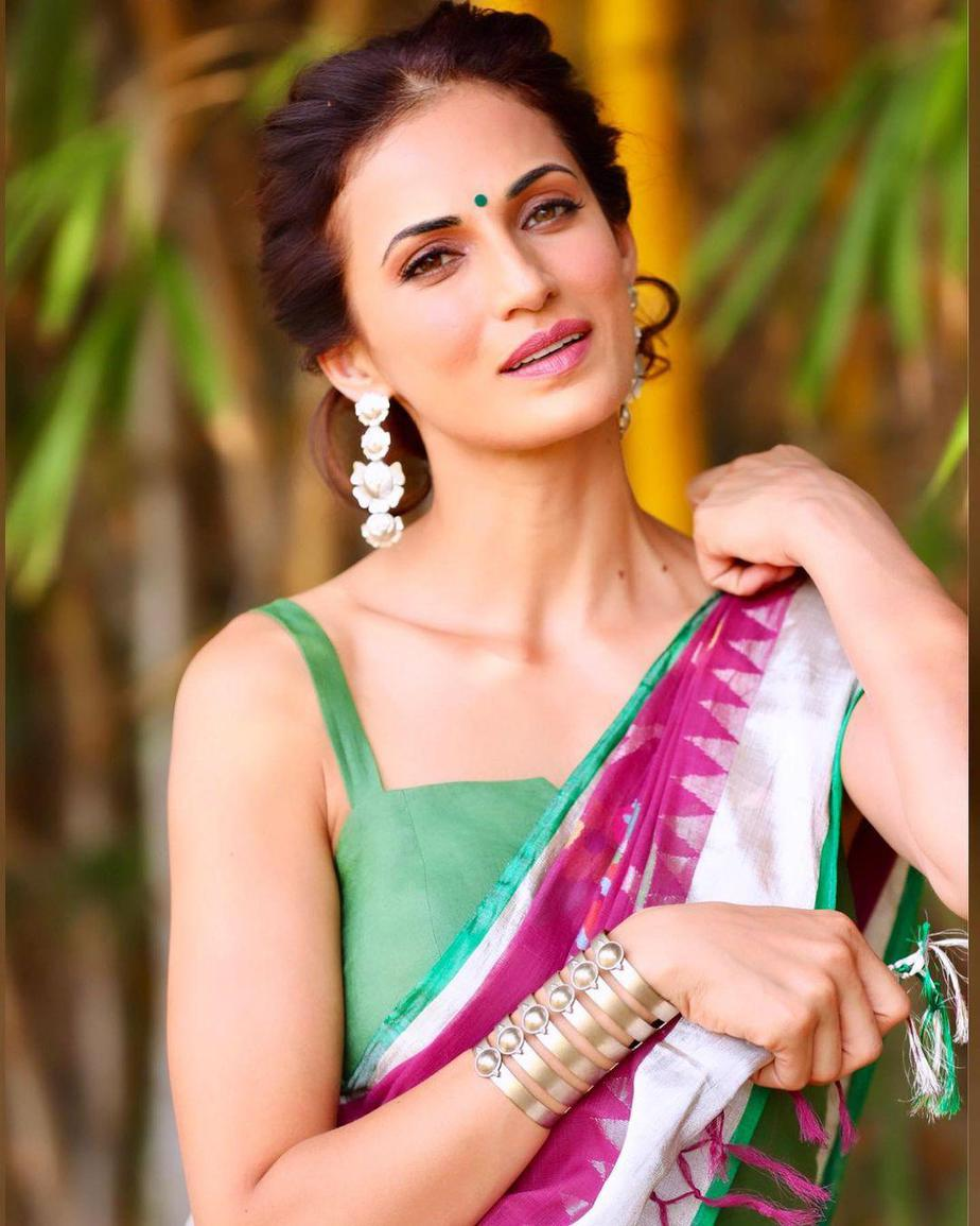Shilpa reddy in pink jamdani saree by Kankatala for q and A-3