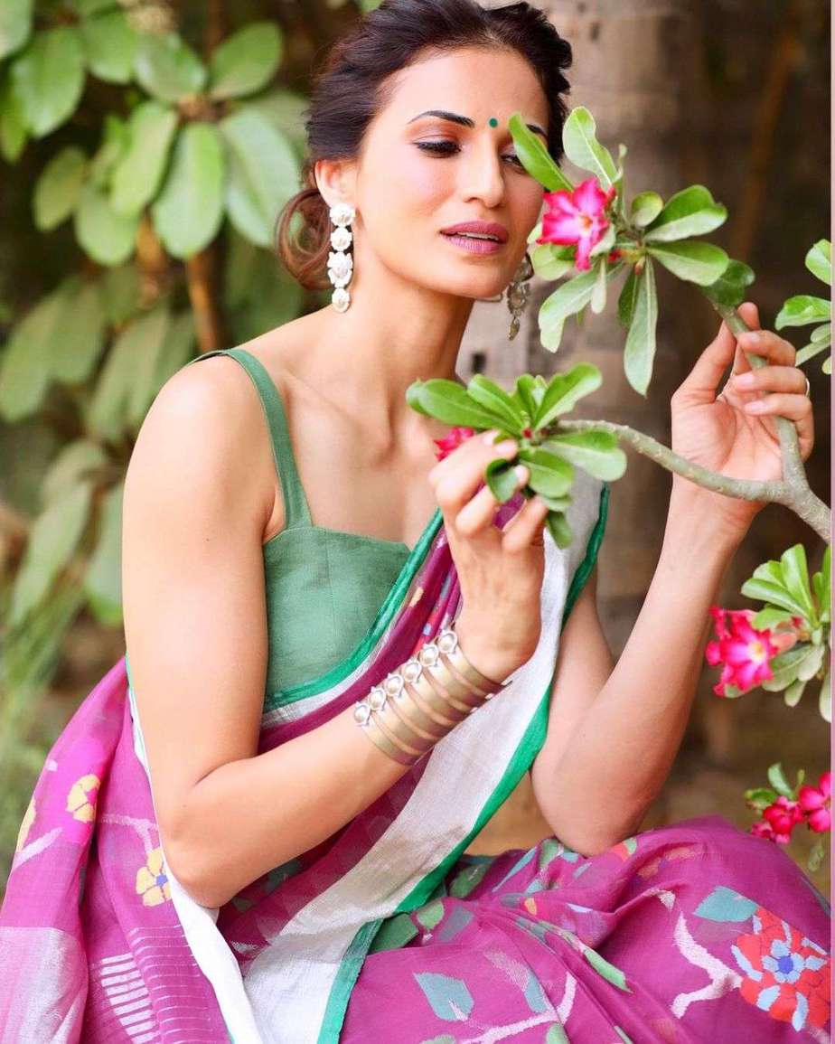 Shilpa reddy in pink jamdani saree by Kankatala for q and A