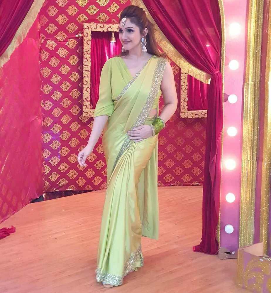 Sridevi Vijaykumar in lime green mughdha art studio saree for comedy stars show-1