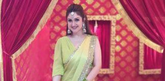 Sridevi Vijaykumar in lime green mughdha art studio saree for comedy stars show-2