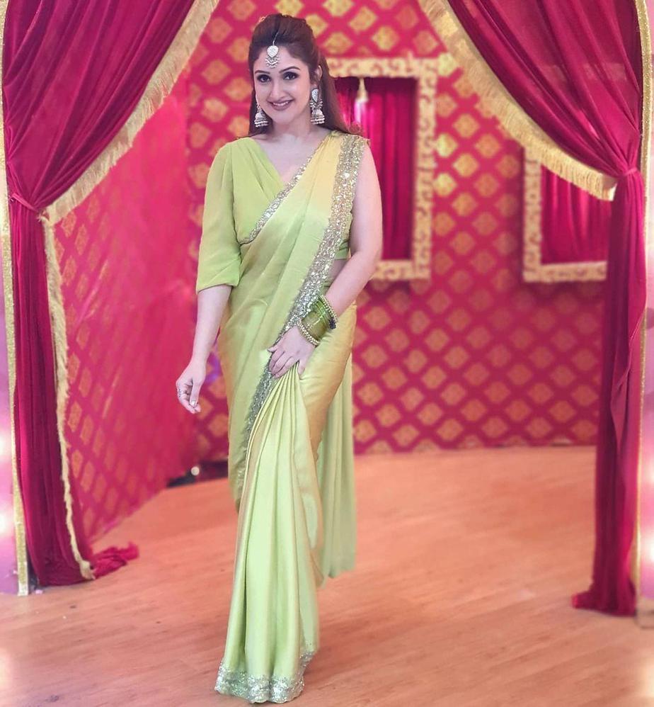 Sridevi Vijaykumar in lime green mughdha art studio saree for comedy stars show