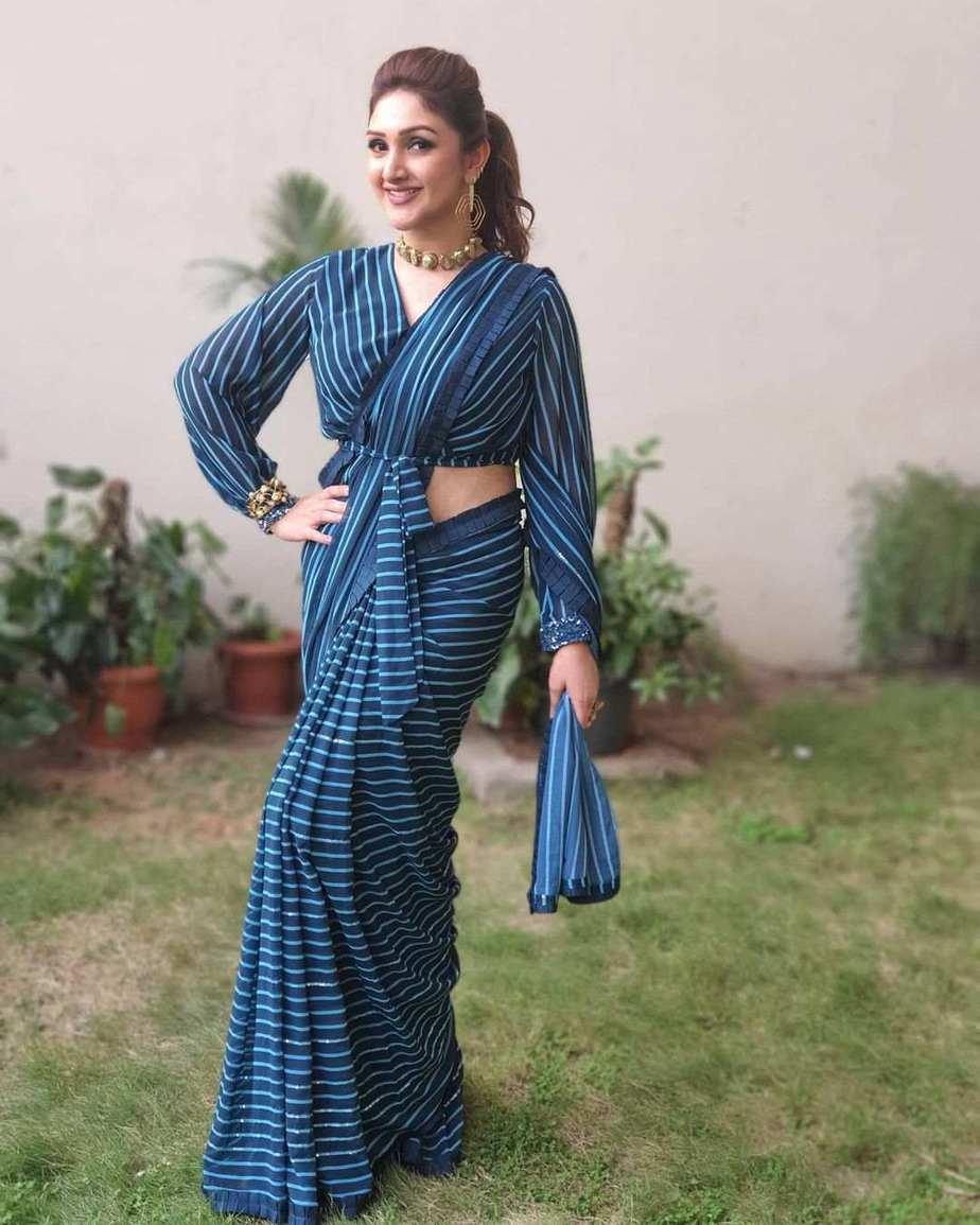 Sridevi Vijaykumar in peacock blue striped saree by Mugdha art studio for comedy stars-3