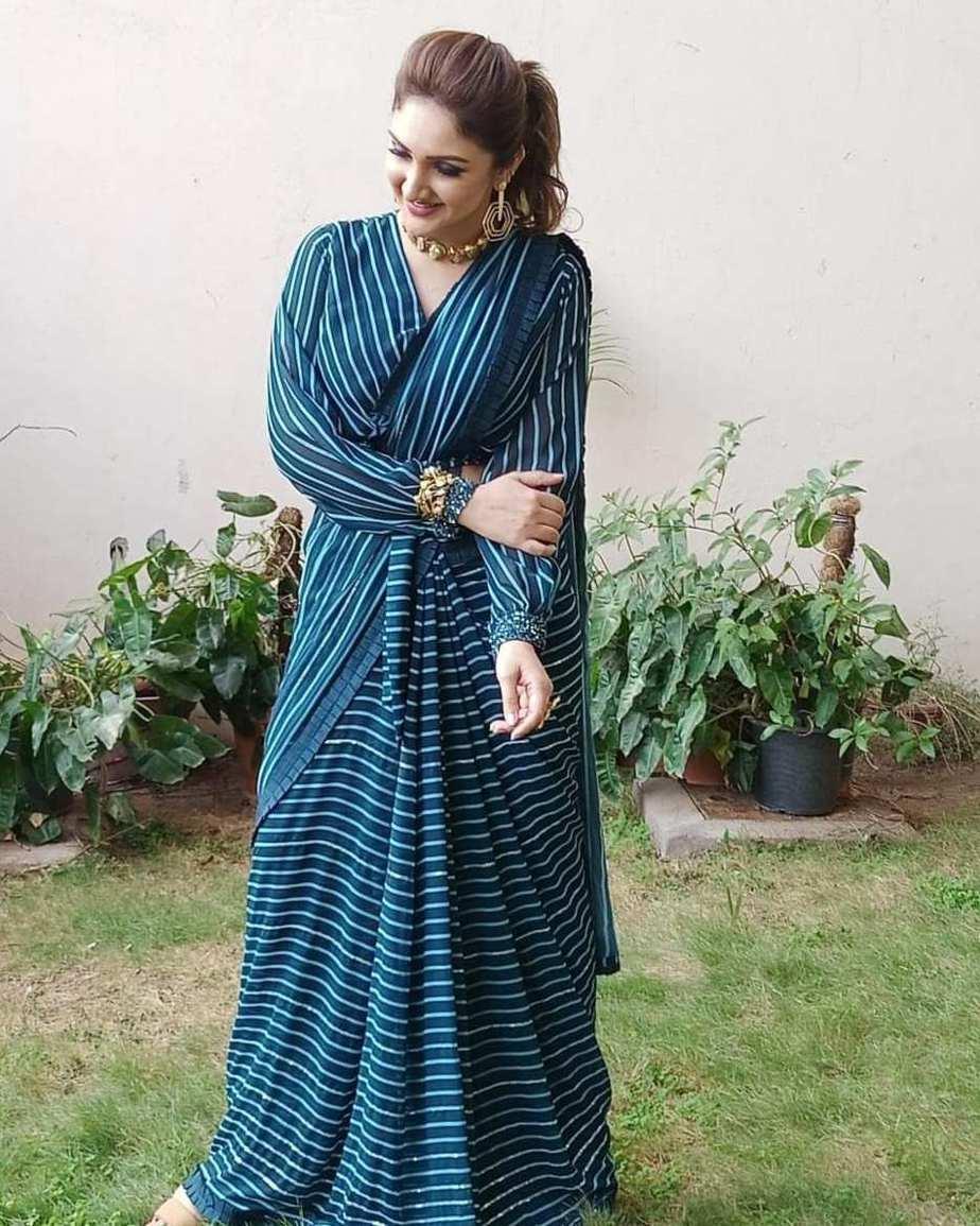 Sridevi Vijaykumar in peacock blue striped saree by Mugdha art studio for comedy stars