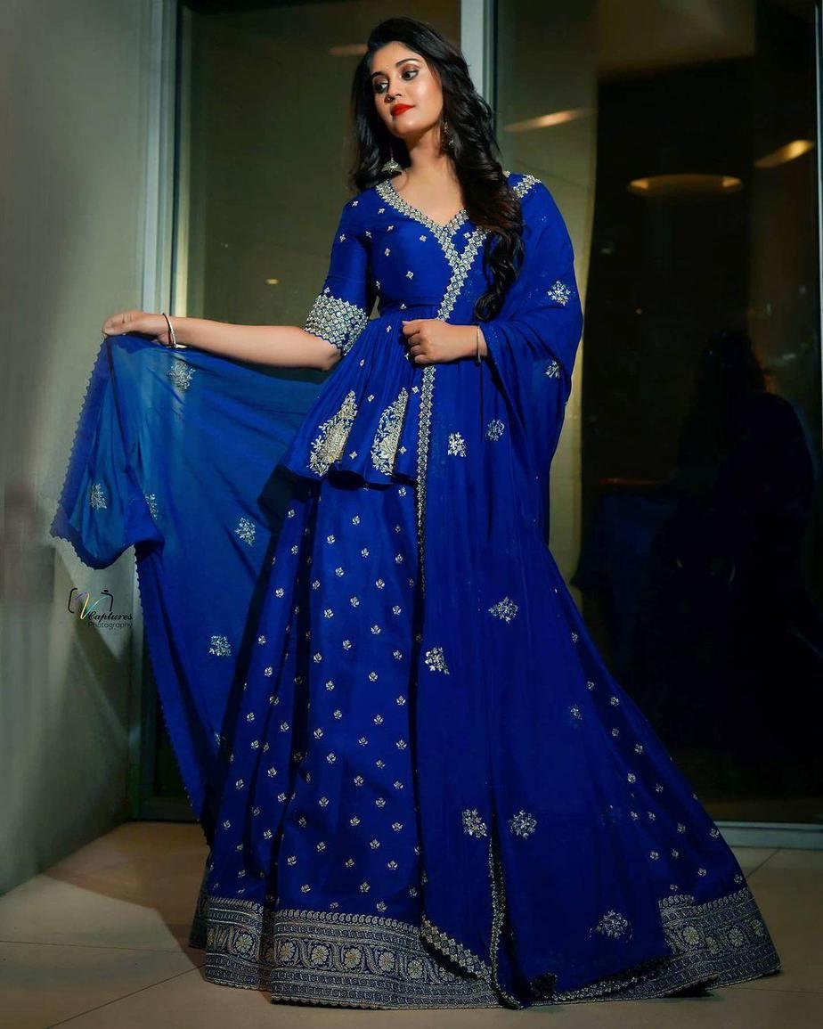 Surbhi Puranik in blue Vaishali agarwal lehenga-1