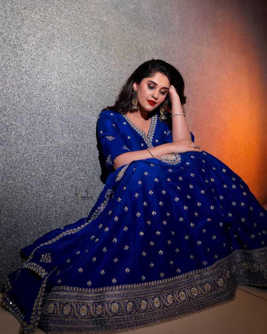 Surbhi Puranik in blue Vaishali agarwal lehenga-2