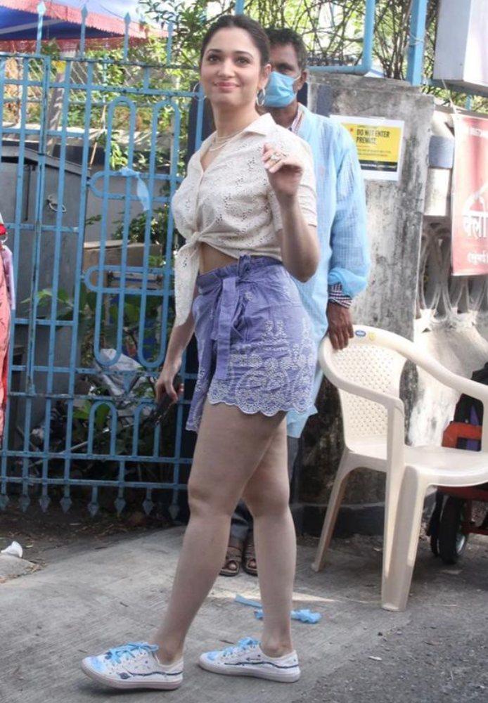 tamanna bhatia in crop top n shorts