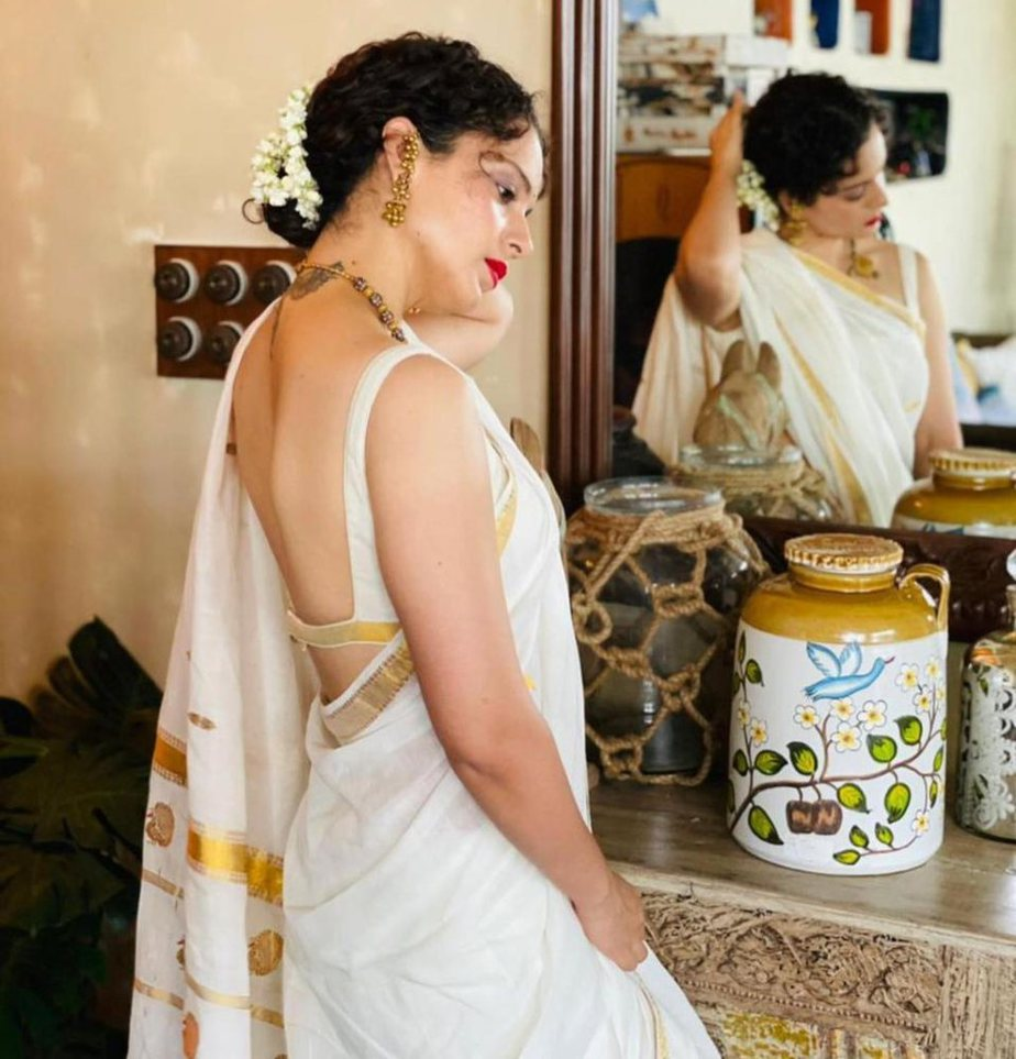 kangana rananut in white-golden saree